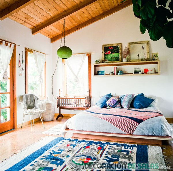 dormitorio bohemio en casa de madera
