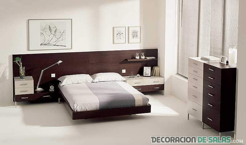 dormitorio con cabecero de madera
