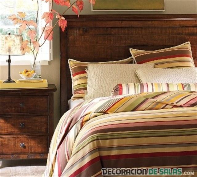 dormitorio con edredón de rayas