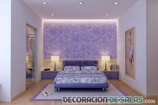 dormitorio con pared en malva