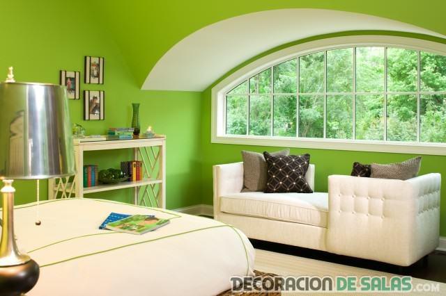 dormitorio con paredes en verde