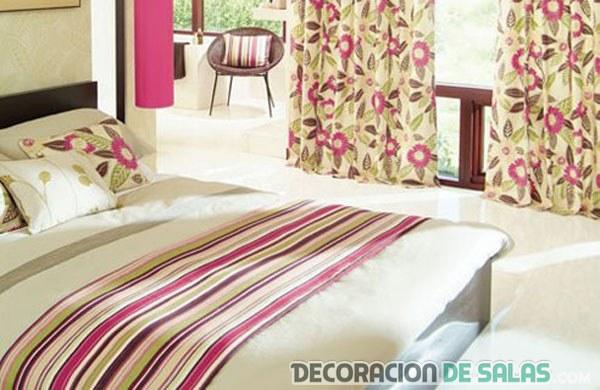 dormitorio con textiles estampados