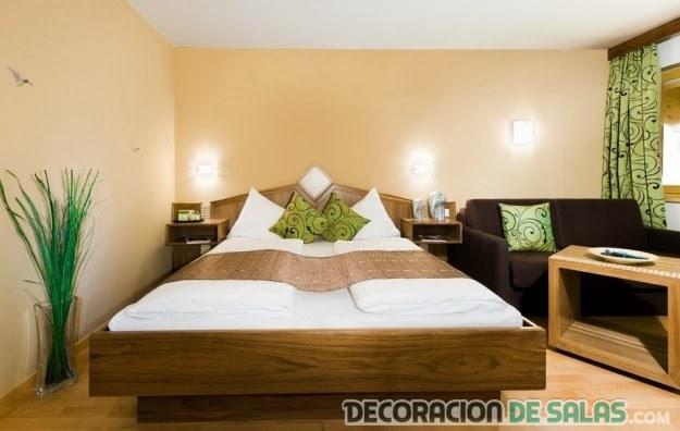 dormitorio crema con madera intensa