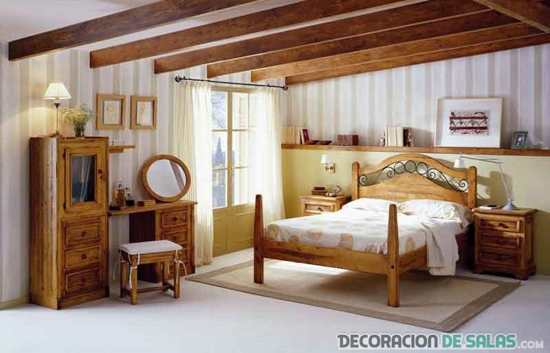 dormitorio matrimonio rústico con vigas de madera