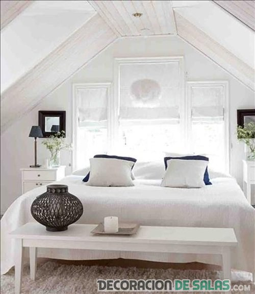dormitorio sencillo blanco en buhardilla