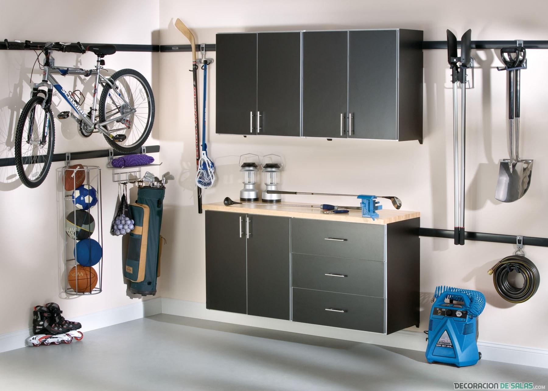 garaje con estanterías