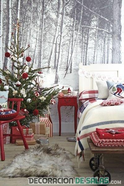 habitación con árbol de navidad