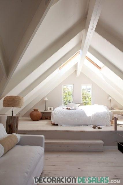habitación minimalista en el ático