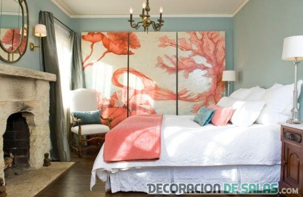 habitación moderna en azul y coral