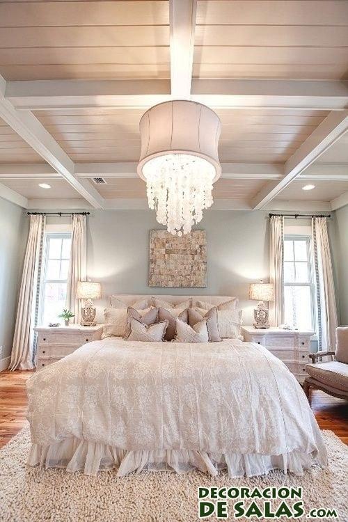 lámpara de cristales en dormitorio