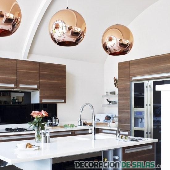lámparas de cobre en cocinas