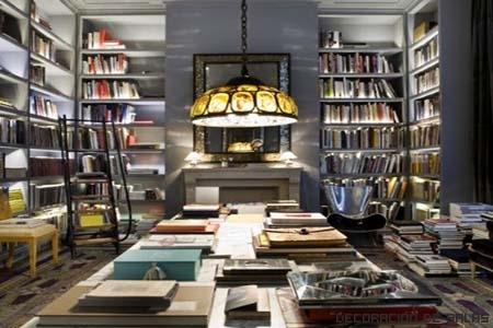 llena de libros