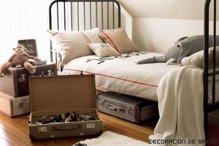 maletas debajo de la cama