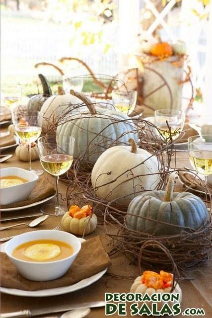 mesa con calabazas en otoño