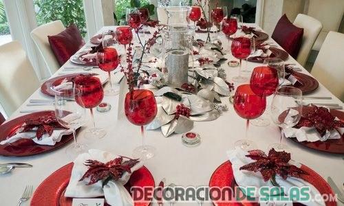 mesa de navidad con tonos rojos