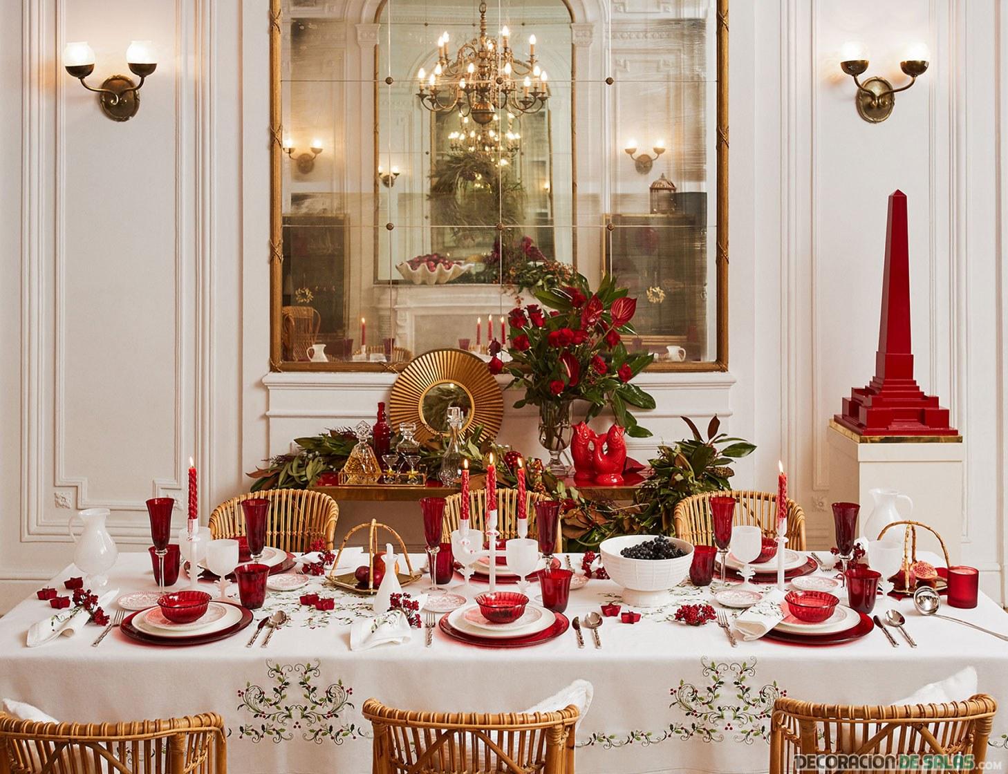 mesa decorada de navidad en color rojo