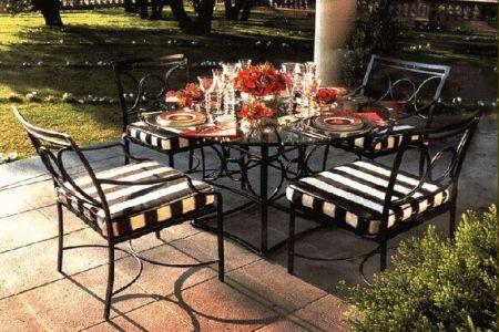 mesa y sillas hierro