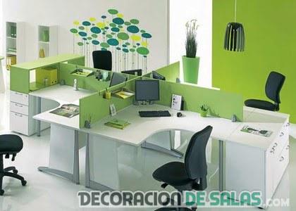 oficina con paredes en color verde