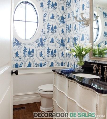 papel pintado en azul para baño