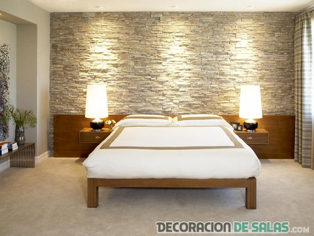 Pared de piedra en dormitorio