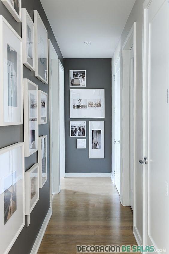 pasillo decorado con cuadros