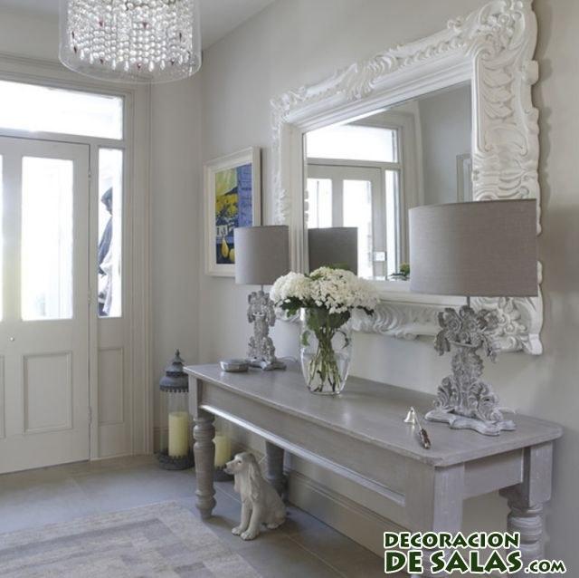 recibidor de entrada con espejo rectangular