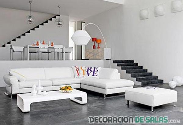 sala amplia en blanco con escaleras