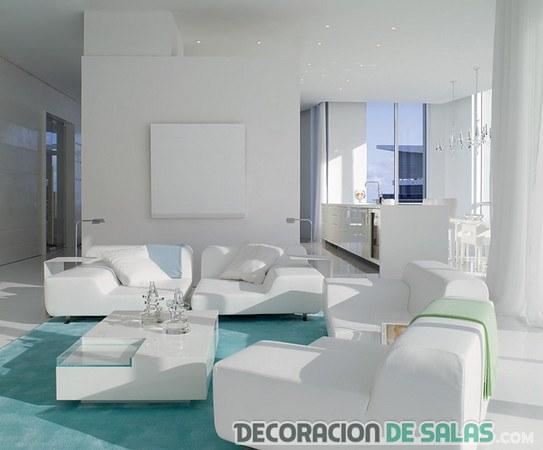 sala con sofá en blanco y alfombra azul