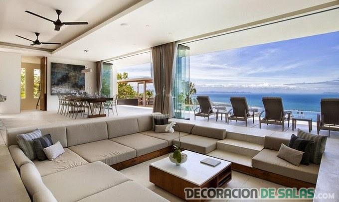 sala con terraza y piscina