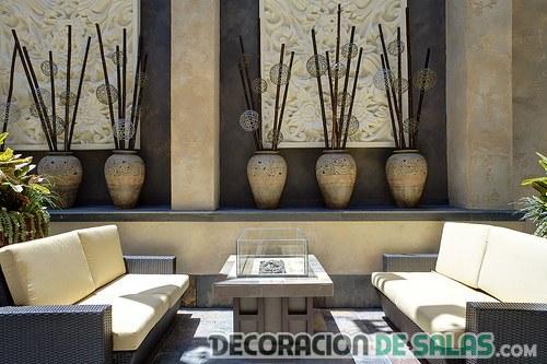 sala exterior con decoración asiática