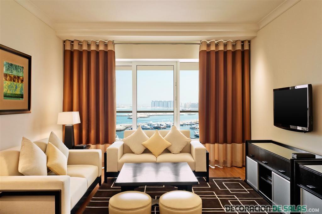 sala moderna pequeña con cortinas