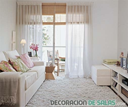 sala pequeña con alfombra blanca