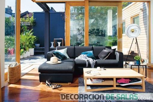 sala pequeña con terraza