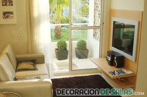 sala pequeña con ventana