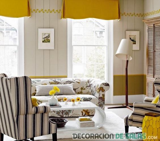 sala pequeña en amarillo tostado