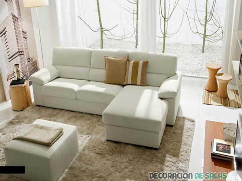 salón actual con sofá en blanco