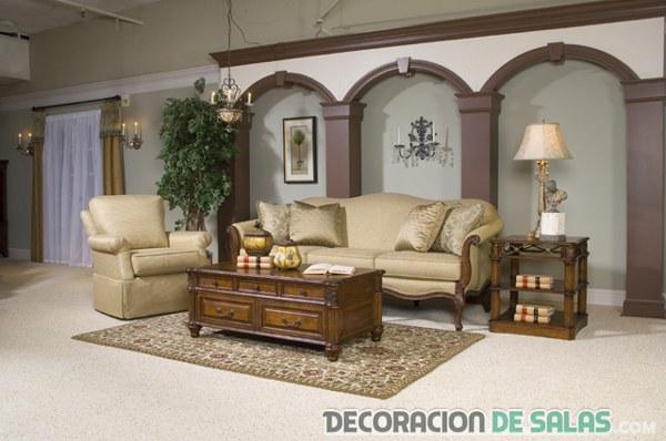 salón amplio con decoración clásica