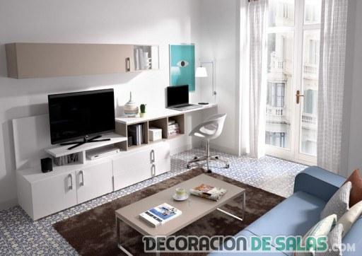 salón amplio con escritorio