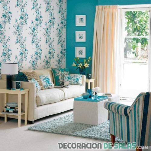 salón azul con papel pintado