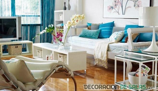 salón azul y blanco para verano