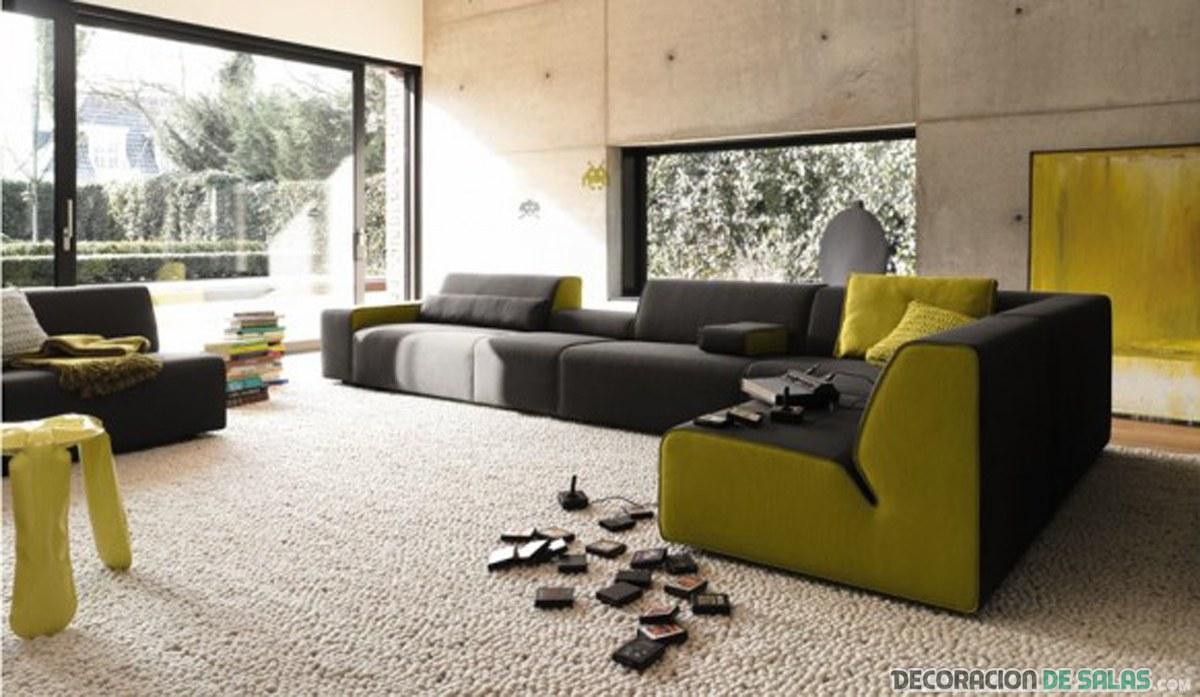 salón casual combinado en marrón y amarillo