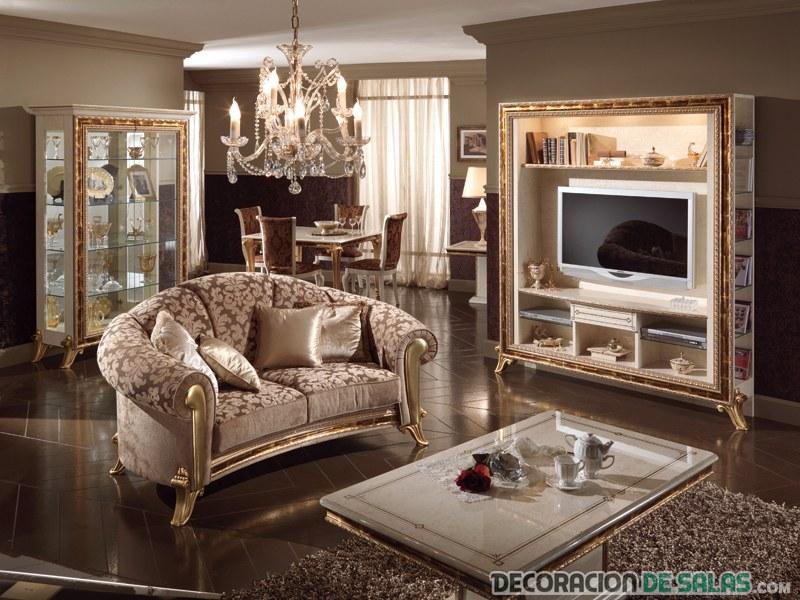 salón clásico con sofá pequeño