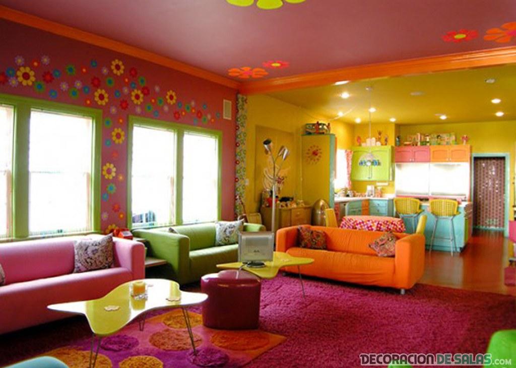salón con colores psicodélicos
