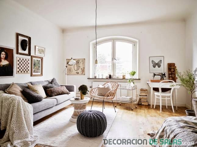 salón con decoración otoñal en blanco