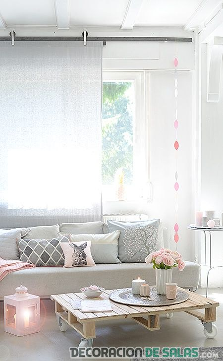 salón con elementos en rosa