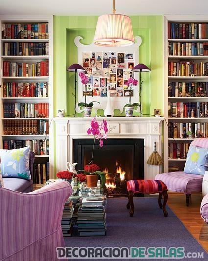 salon con librerías de estilo boho