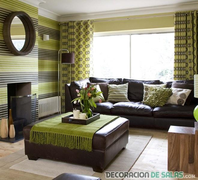 salón con muebles marrón chocolate