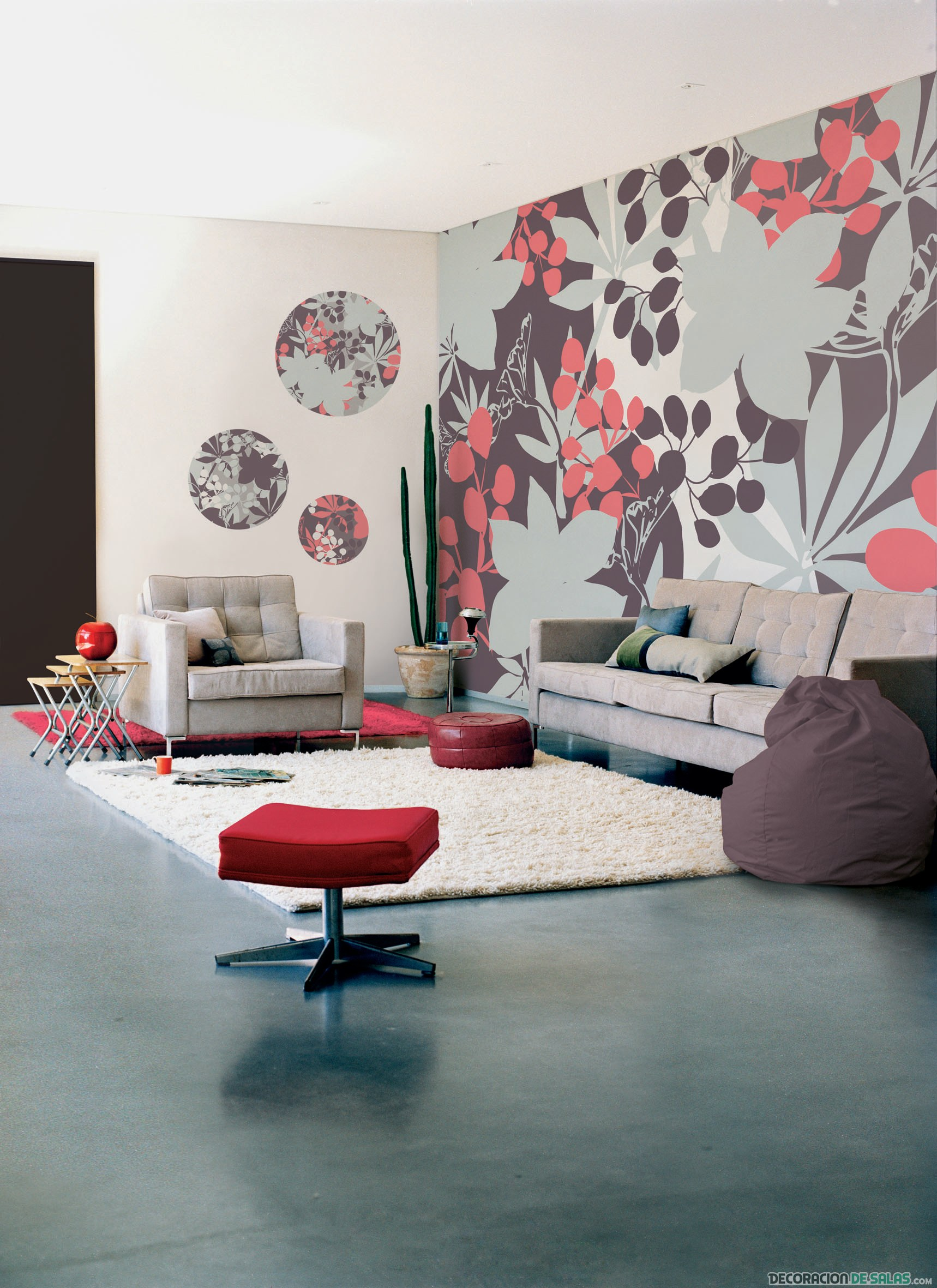 salón con pared de flores