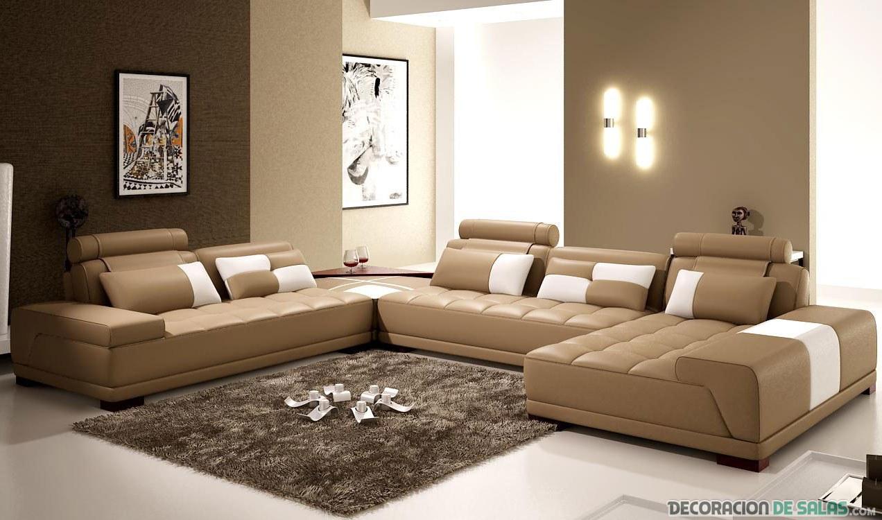 salón con sofá en color marrón claro