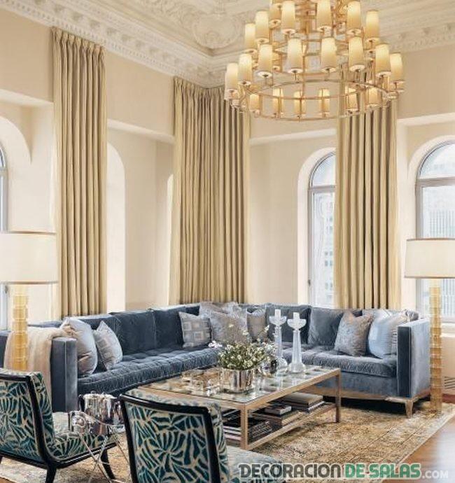 salón con sofá terciopelo en color azul